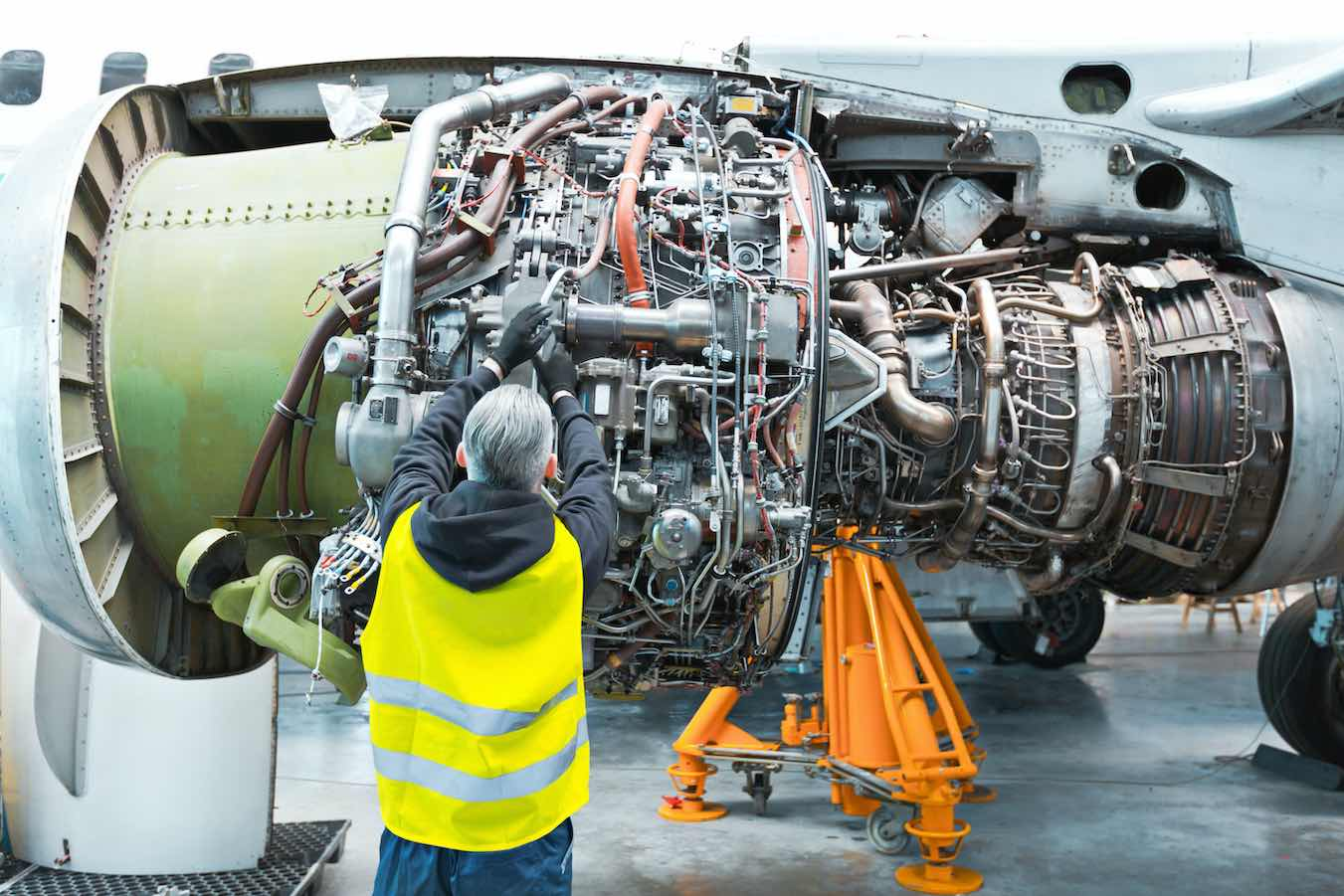 How To Choose An Aircraft Maintenance Course By Jobsinaviation Com